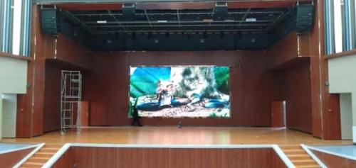 兰州新区报告厅30平方室内P3LED全彩显示屏完工